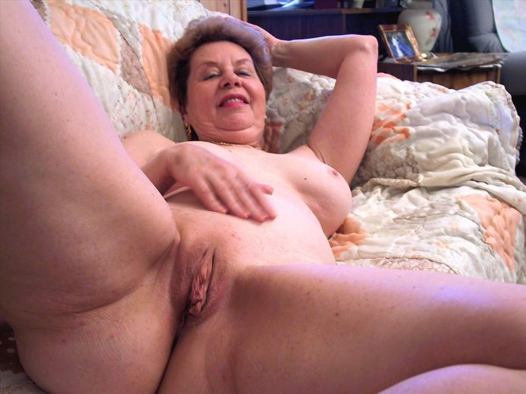 Video porno gratis di donne mature nude su PornoTotale