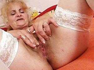 Simonetta anziana porca
